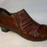 Rieker - lehce zateplená botka modního střihu, barva bordó